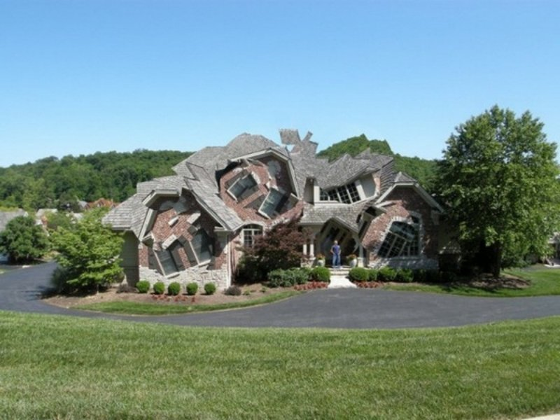 CLUB GIGGLE melting-house Club Giggle's Top 5 Crazy Houses