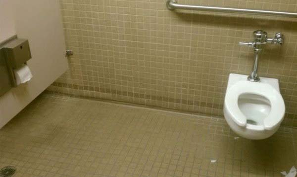 CLUB GIGGLE long-toilet-stall 24 Most Insanely Stupid Engineering Fails