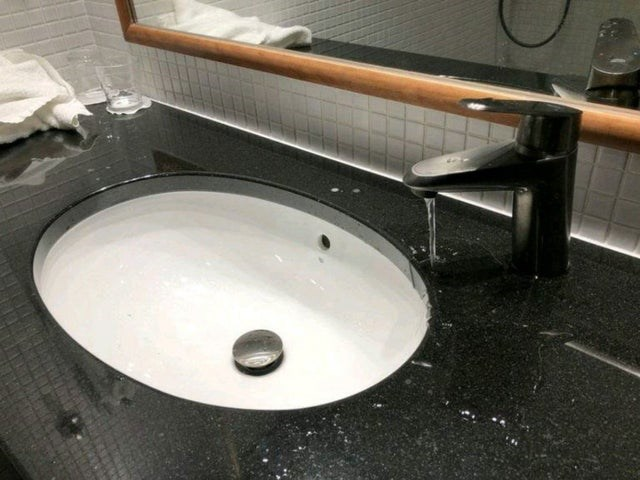 """CLUB GIGGLE sink 30 Best """"Not My Job!"""" funny Pictures on the Internet..."""