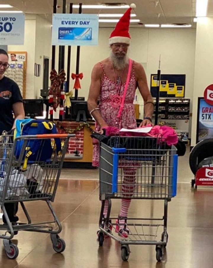 CLUB GIGGLE People-of-Walmart-Twitter-19-e1583674248115 36 Pictures of People of Walmart