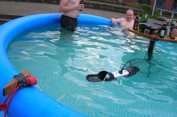 """CLUB GIGGLE 83446150 Top Answer Still On The Board... Show Us """"Darwin Awards!""""30 Pics"""