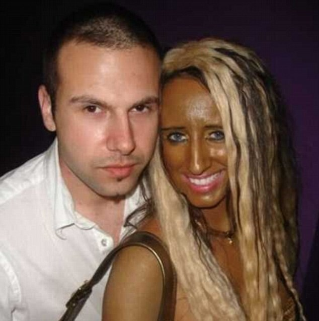 CLUB GIGGLE 31D76D2700000578-3474768-image-a-2_1457091832189 Top 20 Spray Tan Fails That Will Give You Nightmares