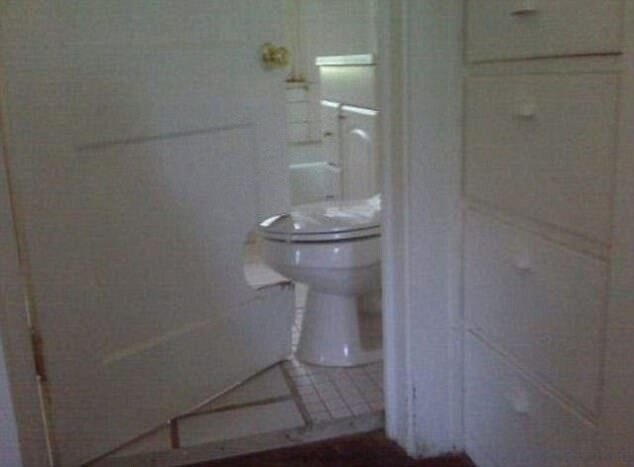 CLUB GIGGLE 44FA2CA700000578-4943358-image-a-7_1507014320463 30 WORLD'S WORST EXAMPLES OF HOPELESS DIY...