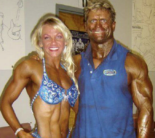 CLUB GIGGLE Fake-Tan-Fails-3 Top 20 Spray Tan Fails That Will Give You Nightmares