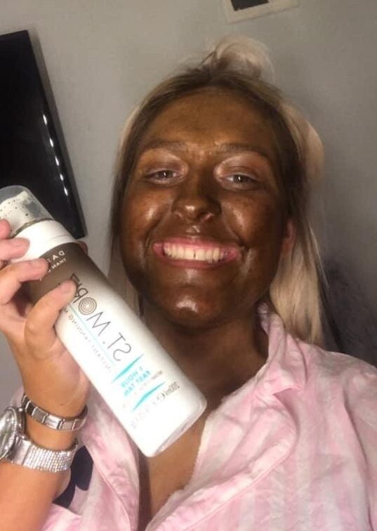 CLUB GIGGLE NINTCHDBPICT000582119969-e1589142421959 Top 20 Spray Tan Fails That Will Give You Nightmares