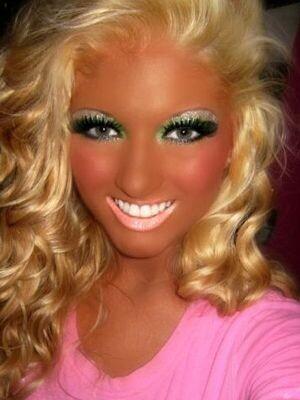 CLUB GIGGLE hilarious-makeup-fails13 30 Hilarious Makeup Fails...