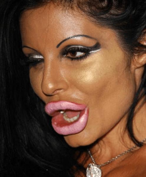 CLUB GIGGLE hilarious-makeup-fails16 30 Hilarious Makeup Fails...