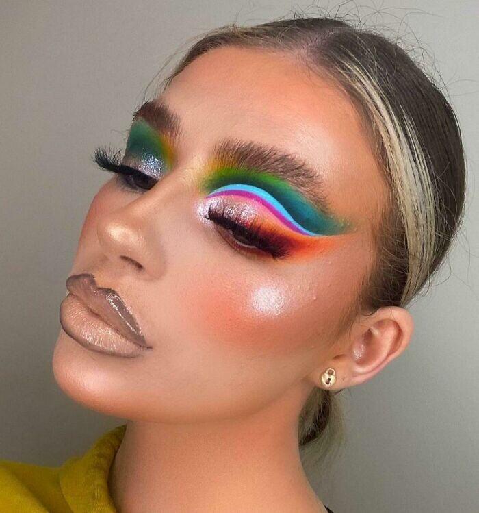 CLUB GIGGLE hilarious-makeup-fails29 30 Hilarious Makeup Fails...