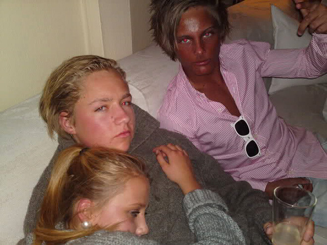 CLUB GIGGLE tan1 Top 20 Spray Tan Fails That Will Give You Nightmares