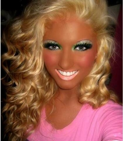 CLUB GIGGLE tanning-run-amok Top 20 Spray Tan Fails That Will Give You Nightmares