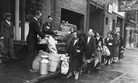 CLUB GIGGLE A-bread-line-in-New-York-007 27 Haunting Photos Of  America  During The Great Depression