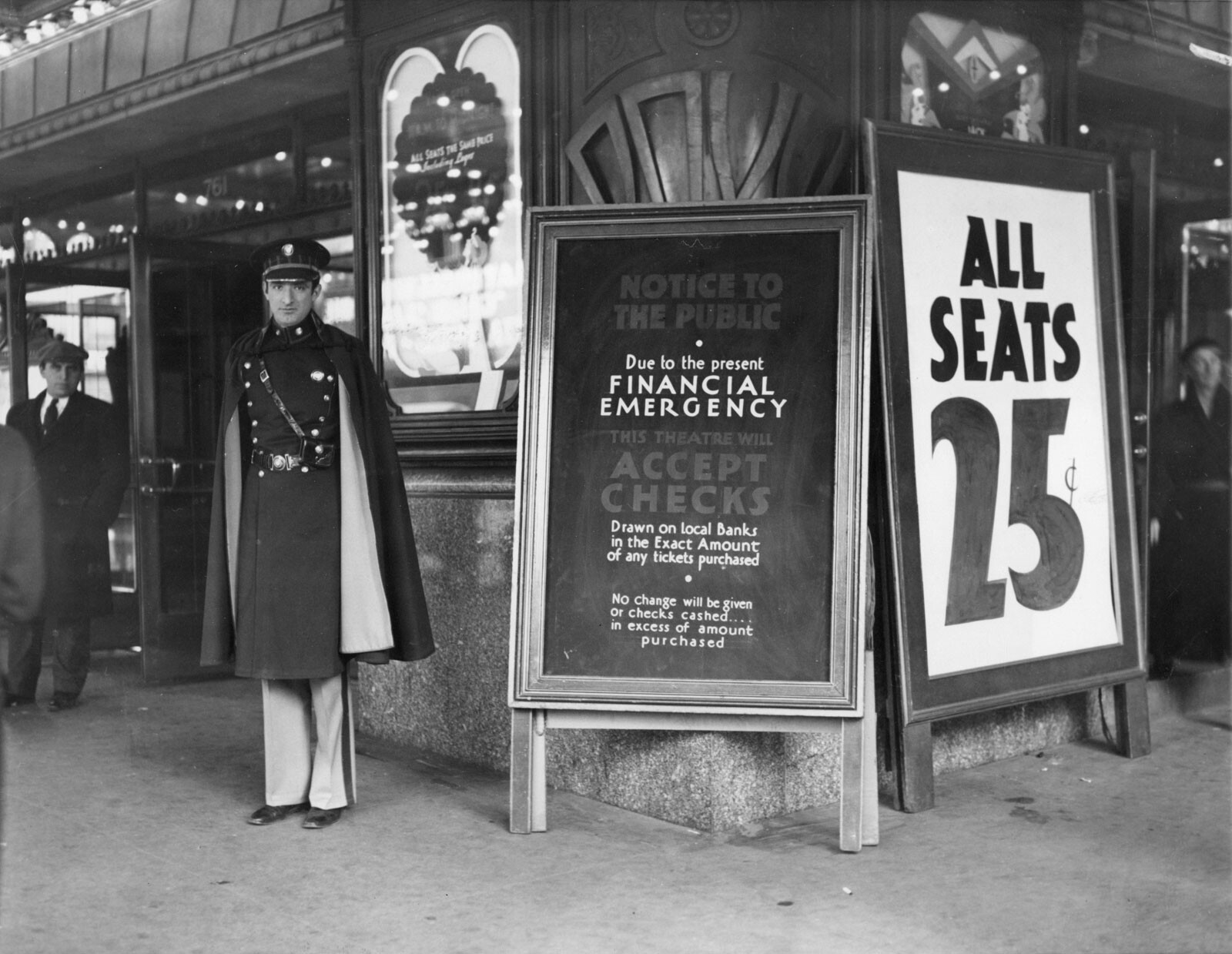 CLUB GIGGLE front-Franklin-D-Roosevelt-theatre-banks-checks-March-1933 27 Haunting Photos Of  America  During The Great Depression