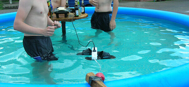 CLUB GIGGLE funny-photos-men-safety-fails-26__605-605x280 50 Reasons Why Women Live longer Then Men