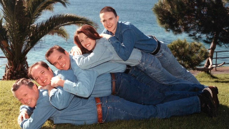 CLUB GIGGLE 1-4 20 Awkward funny Family Photos