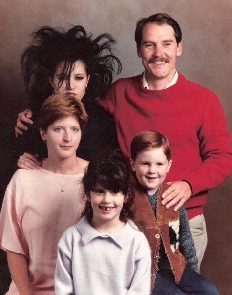 CLUB GIGGLE 4-2 20 Awkward funny Family Photos