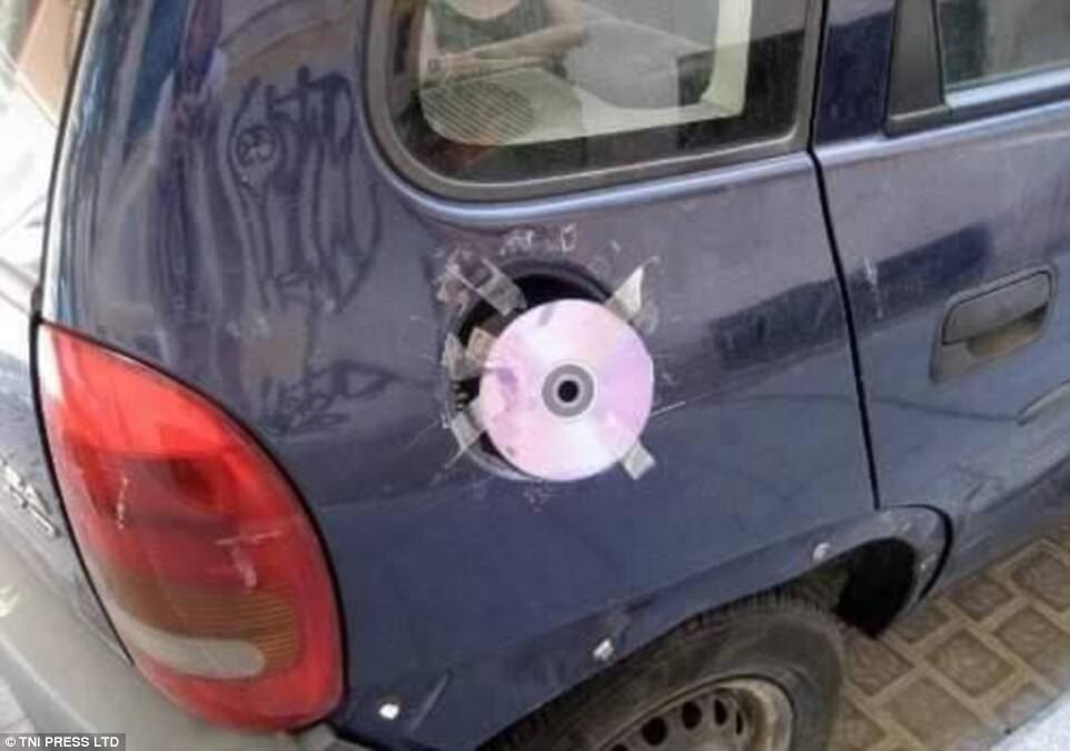 CLUB GIGGLE redneck-car-hacks14 Top 25 Redneck Car Repairs When You Are On A Budget....