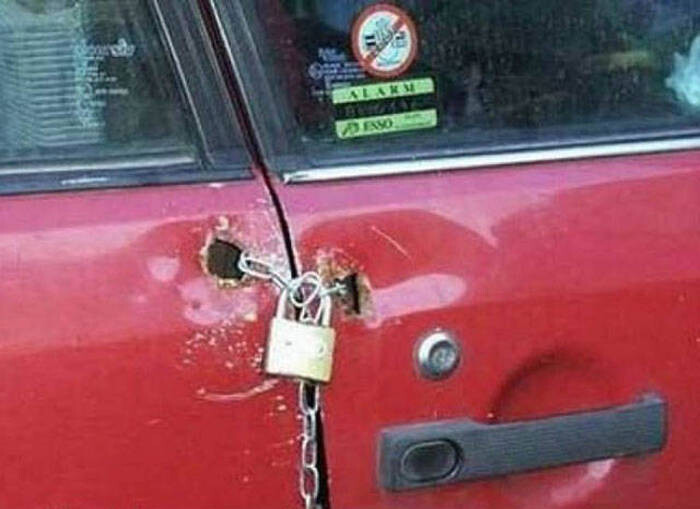 CLUB GIGGLE redneck-car-hacks38 Top 25 Redneck Car Repairs When You Are On A Budget....