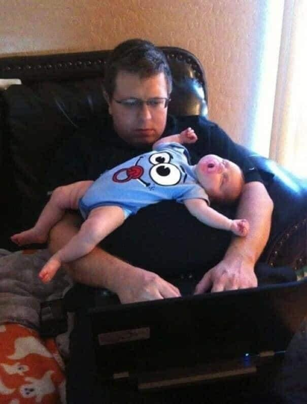 CLUB GIGGLE funny-babies121 When Dads turn to babysit 25 Photos