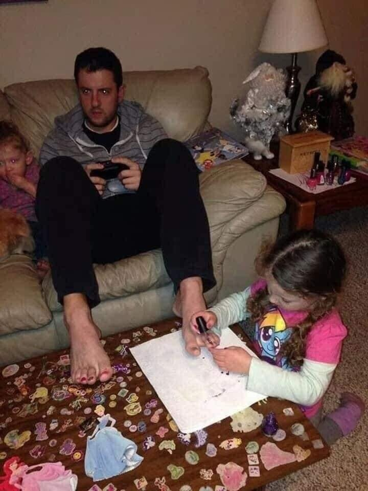 CLUB GIGGLE funny-babies31 When Dads turn to babysit 25 Photos