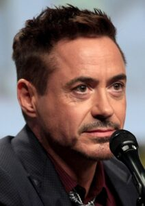 CLUB GIGGLE 1200px-Robert_Downey_Jr_2014_Comic_Con_cropped-212x300 Top 10 Awesome Actors