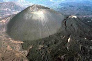 CLUB GIGGLE 3_par-iacute-cutin-volcano-300x200 The Seven Natural Wonders Of The World