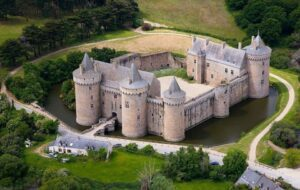 CLUB GIGGLE Chateau-De-Suscinio-France-300x190 Most Beautiful Castles Around The World
