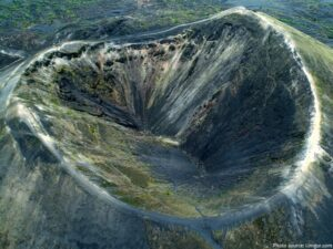 CLUB GIGGLE paricutin-crater-300x225 The Seven Natural Wonders Of The World