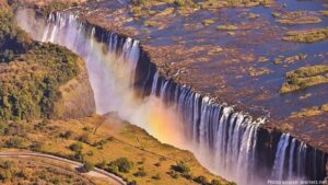 CLUB GIGGLE victoria-falls-300x169 The Seven Natural Wonders Of The World