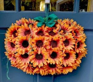 CLUB GIGGLE 550234e64a321b3d89873c1026ce446c-300x267 32 Best Fall Decor Ideas for 2021