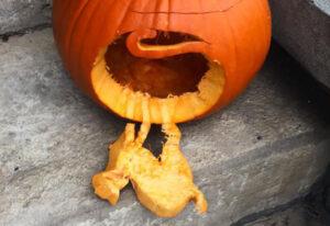 CLUB GIGGLE fallen-cat.jpg-86005-300x206 Fail: Pumpkin Carving Edition