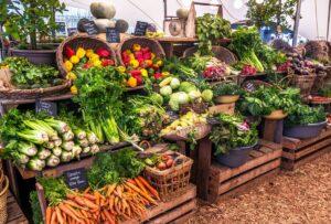 CLUB GIGGLE farmers-market-produce-0812211-300x203 Fall Bucket List 2021