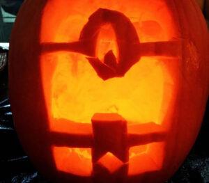 CLUB GIGGLE minion-pumpkin.jpg-77938-300x263 Fail: Pumpkin Carving Edition