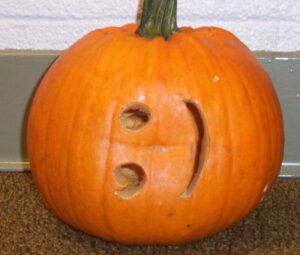CLUB GIGGLE smiley-pumpkin-47859-300x255 Fail: Pumpkin Carving Edition